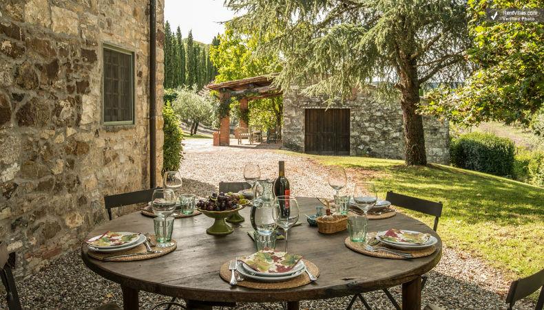 Masa rotunda sub aer liber - Toscana