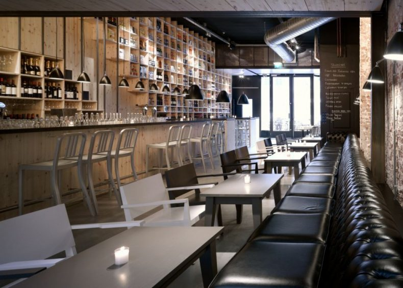 mobilare de bar cu piese tip Chesterfield