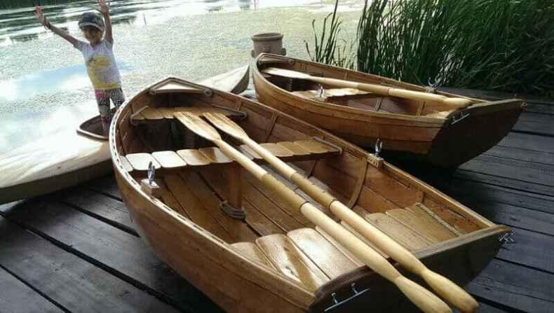 barca din lemn