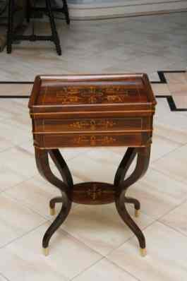 mobilier de ambasada restaurat