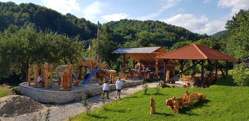 loc de joaca in aer liber pentru copii - Pensiunea Cerna