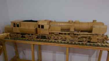 tren din lemn macheta reproducere la scara