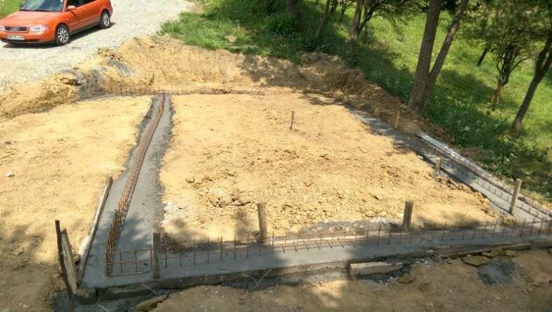 beton in fundatie la cabana de la Baia Sprie