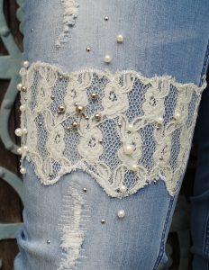 Hose mit Perlen und Spitzenbesatz von Happy Size