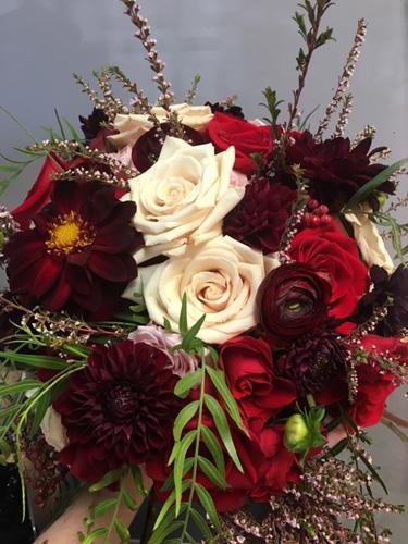 palladium-bridal-bouquet-red-roses-close-up