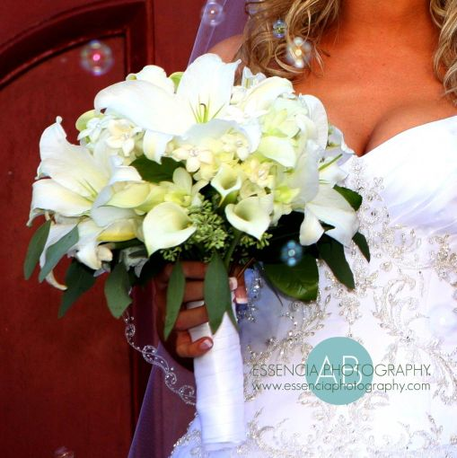 brooks_all_white_bouquet_2