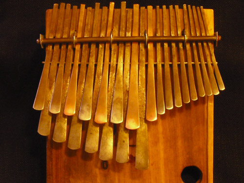African Instrument Kalimbaバ