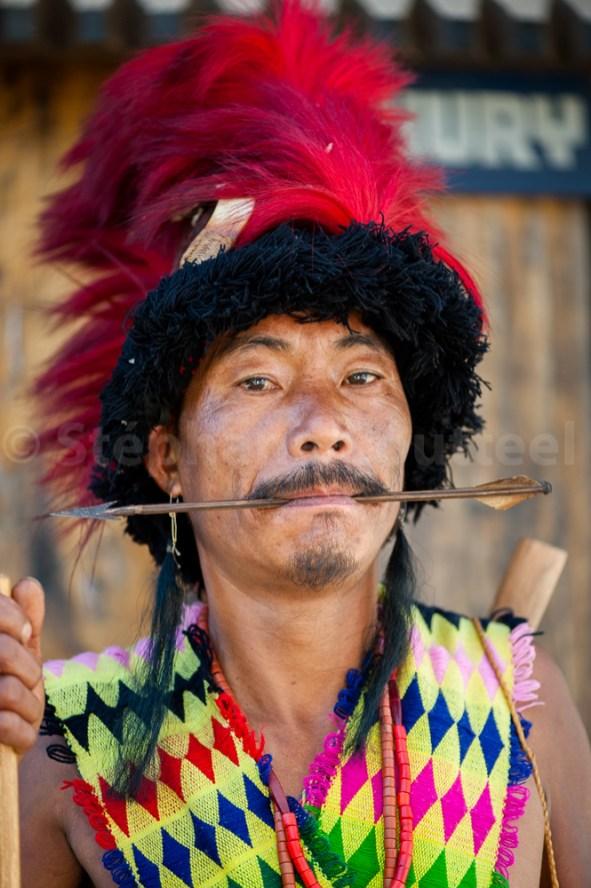 Le guerrier archer Chuvachu tenant une fleche entre les dents -