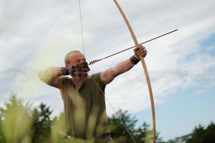 Toralf est le champion du tournoi d'archers viking 2016.