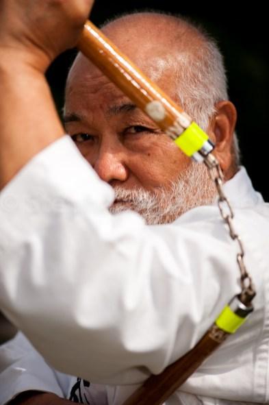 Portrait de Masahiro Nakamoto icone du patrimoine culturel vivant okinawaien