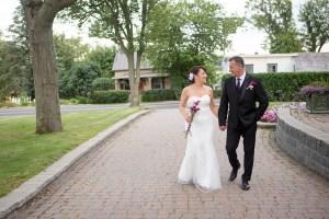 Jamais trop tard pour le grand amour dans les lieux du château Saint-Antoine - Photographie de mariage