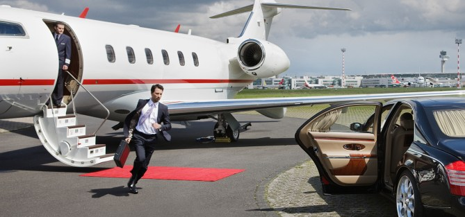 businessman-running-to-car-from-plane-1725x810_15574