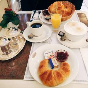 Continental breakfast at Cafe Reichard