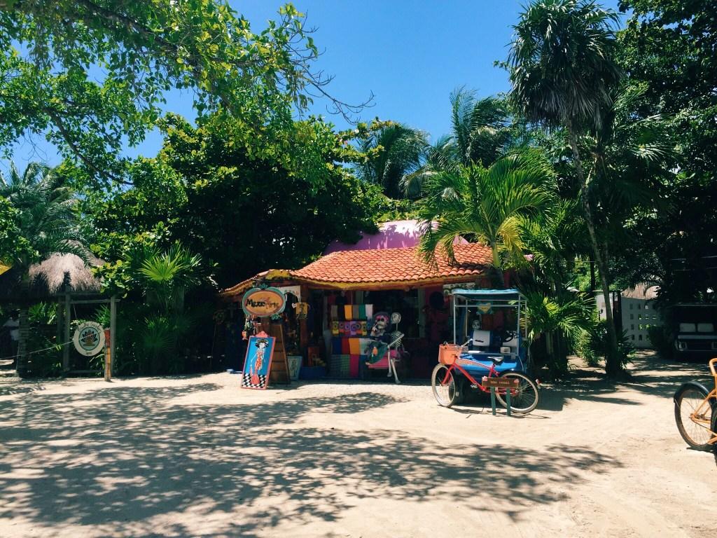 Akumal souvenir shop, Tulum