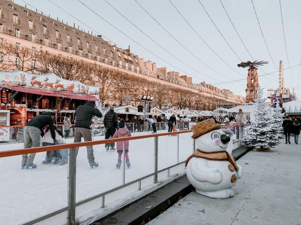 paris christmas market ice rink