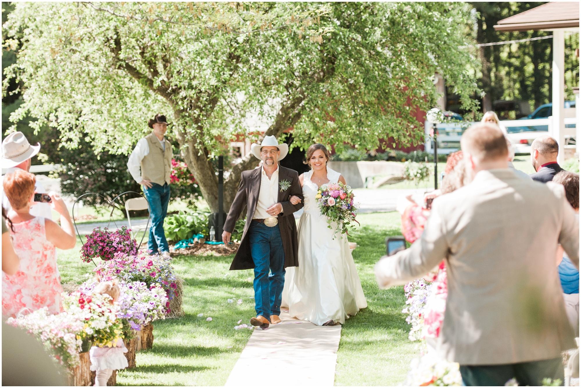 Iowa City Wedding Photographer Stephanie Marie Photography Emily Wears And  Cody Kroul Solon Iowa Auctioneer Storage Wars_0019
