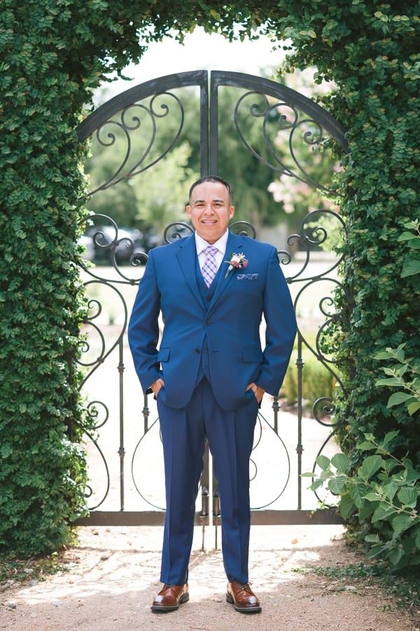 Groom posing at Thistlewood manor & gardens wedding