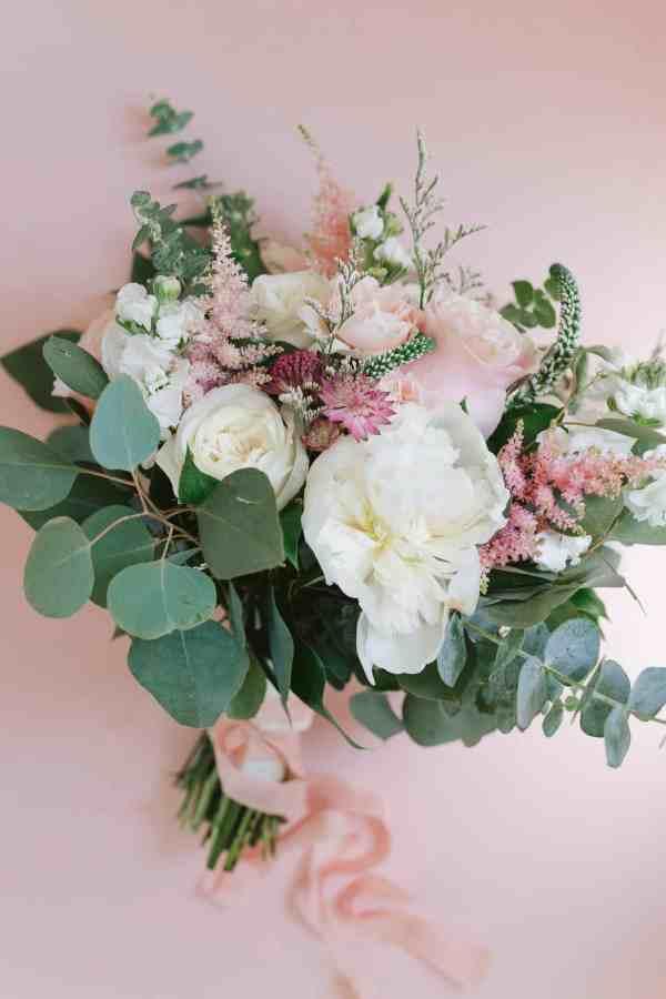 Brides Bouquet at Thistlewood manor & gardens wedding