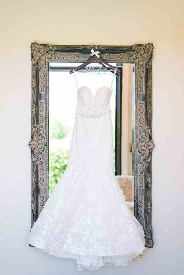 bridal suite wedding dress at Thistlewood manor & gardens