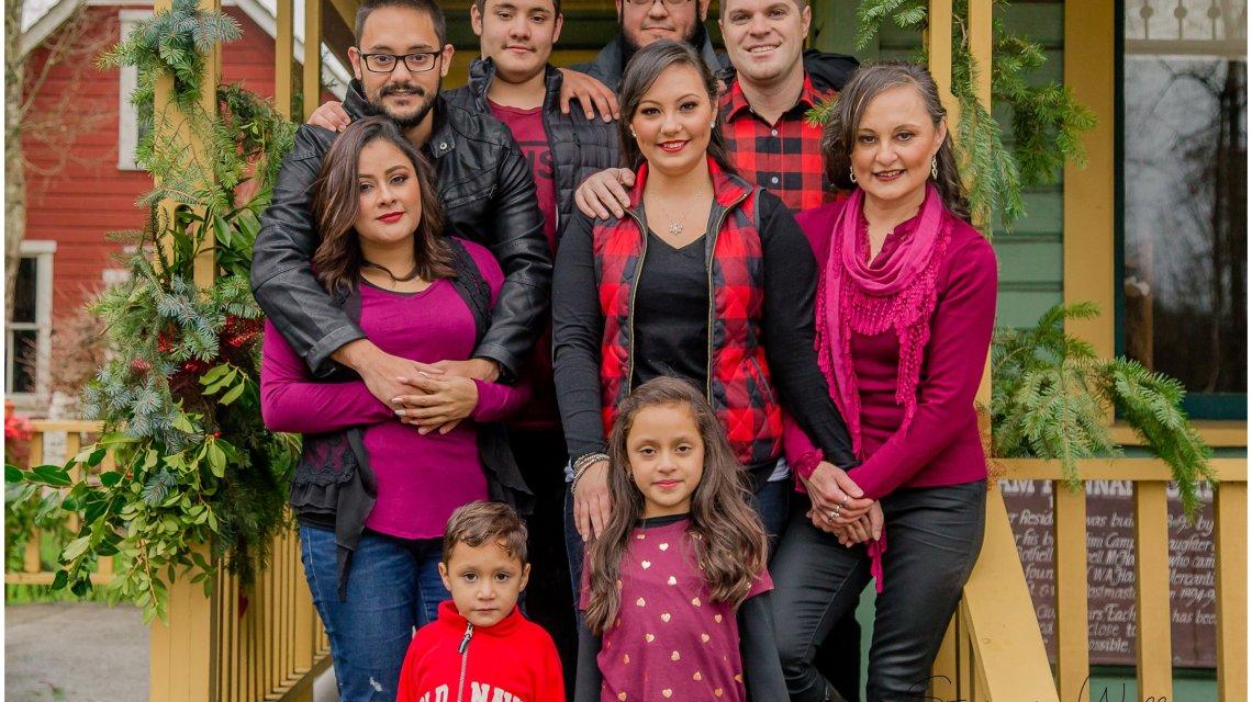Everett Wedding Photographer | Bothell Landing Park Extended Family Session | Bothell Family Photographer
