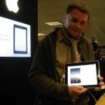 JM Pailherey lit Duma Key sur Ipad à New York