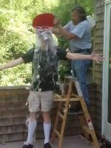 Stephen King relève le défi Ice Bucket Challenge