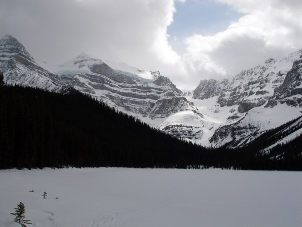 whitepyramid_from_epaulette_lake_19april2009