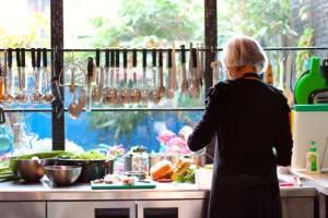 Bij het raam in de keuken worden de heerlijkste hapjes bereid