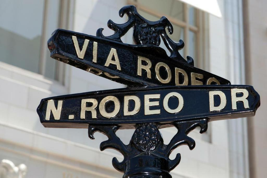 Via Rodeo Drive