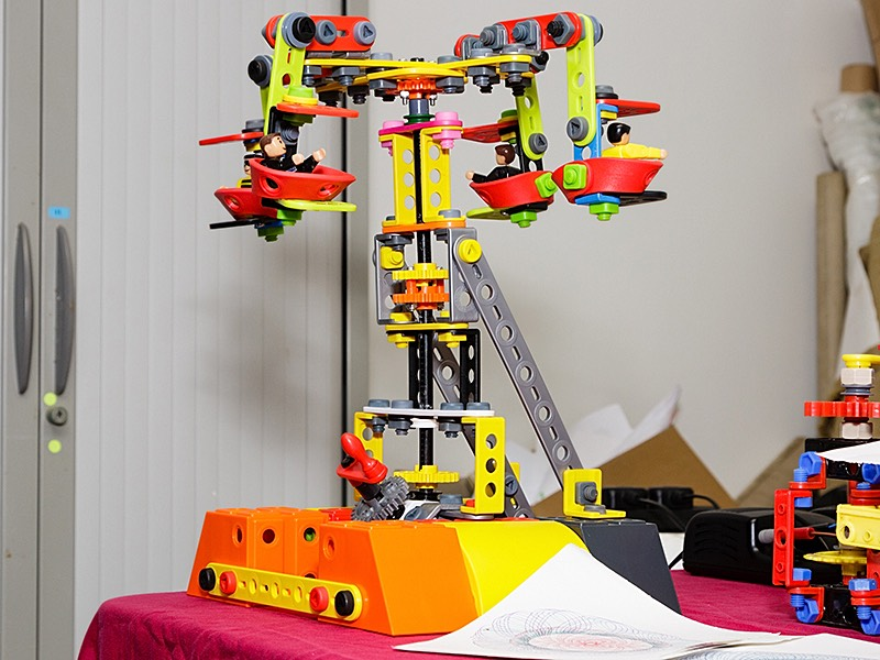 Plastic Meccano Fairground Ride Model by xxx