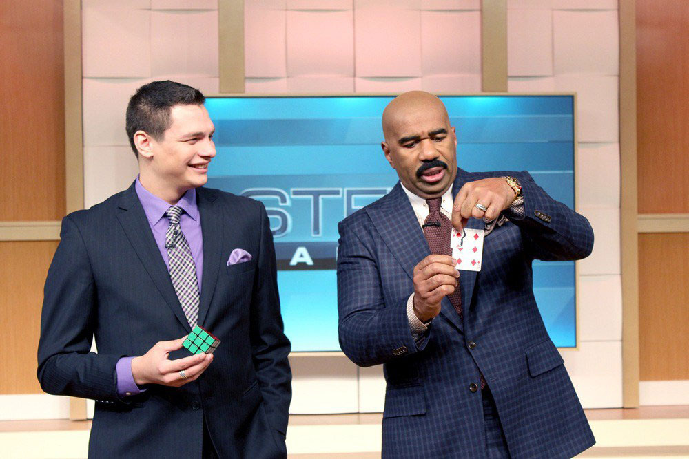 Steve Harvey Lines up the Corner... It matches Perfectly!