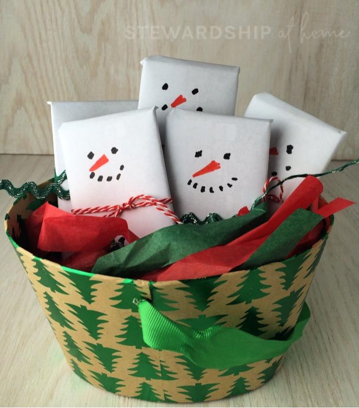 Snowmen Candy Bar Basket - Simple & Frugal Gift