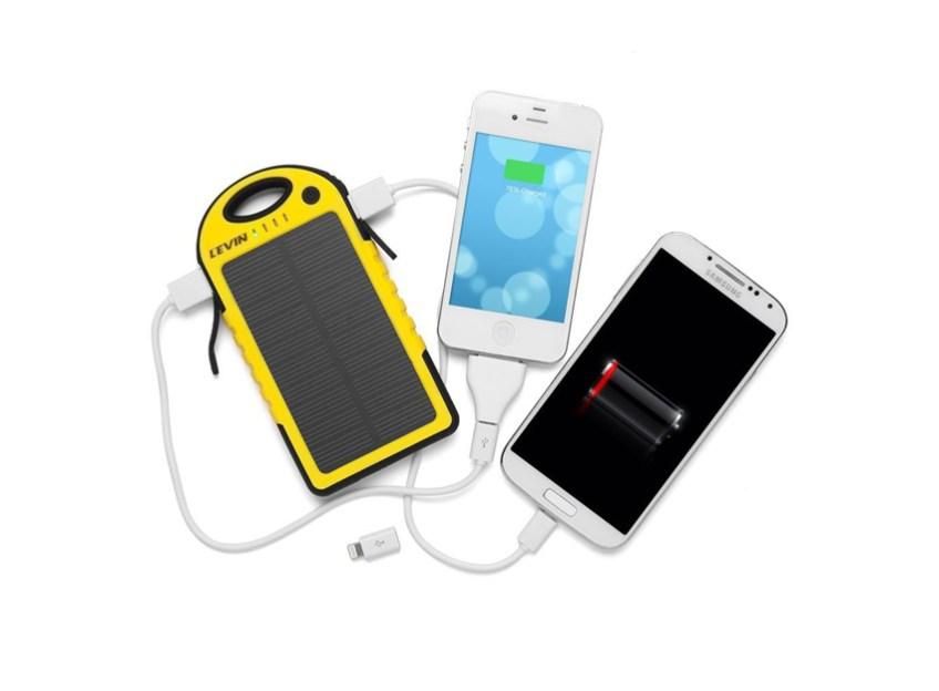 Solar-Powered-Phone-Charger-by-Levin-372-شاحن-للأجهزة-المتنقلة-بالطاقة-الشمسية