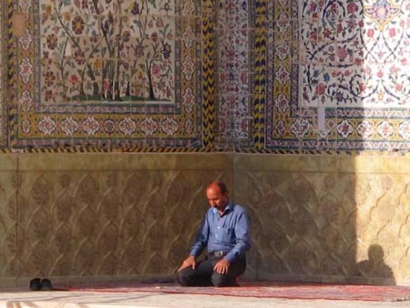 priere-du-soir-mosquee-masjed-e-vakil-shiraz