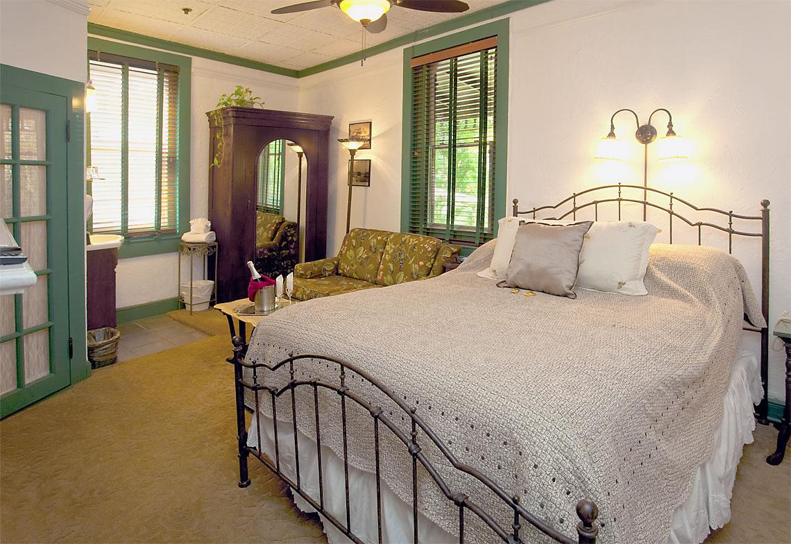 Anna's Room 1140x784px
