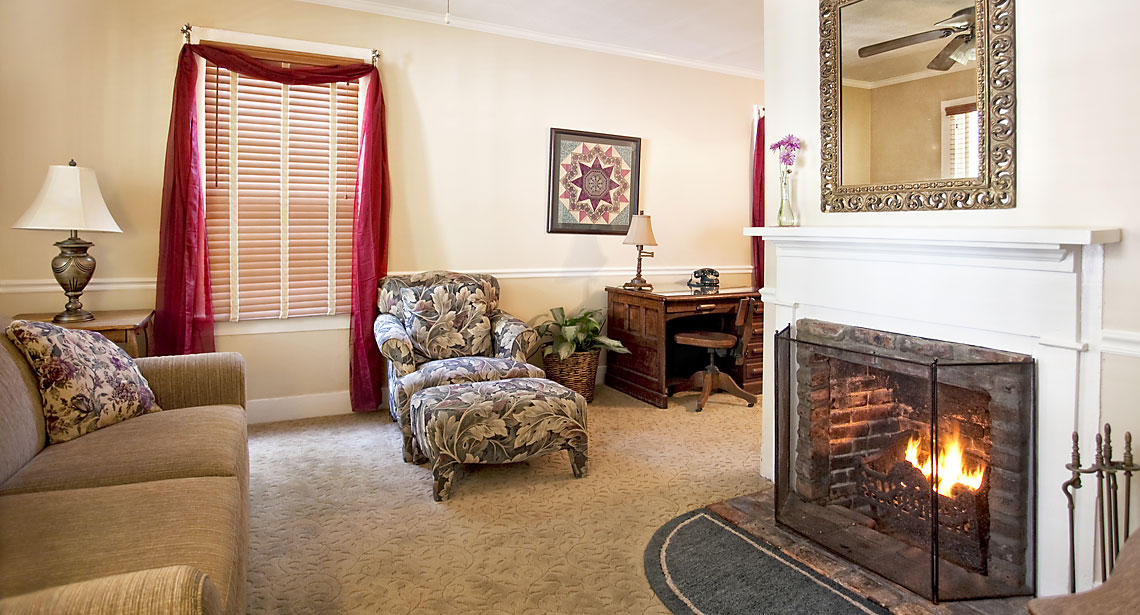 Saffron's Suite Living Room 1140x615px