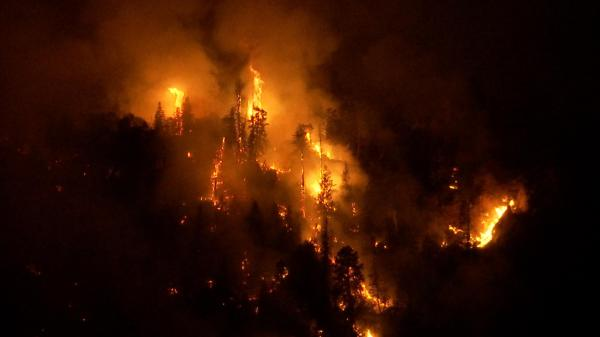 Pine Valley residents on high alert as fire enters canyon ...