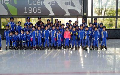 NINO jeugd krijgt schaatshelmen
