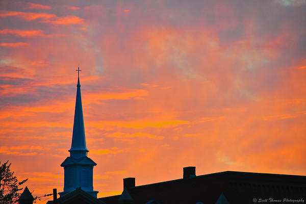 Sunset over Baldwinsville, New York the evening of the 2012 Super Moon.