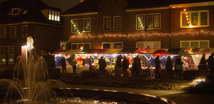 Ondanks druilerig weer veel bezoekers Kerstmarkt Naarden