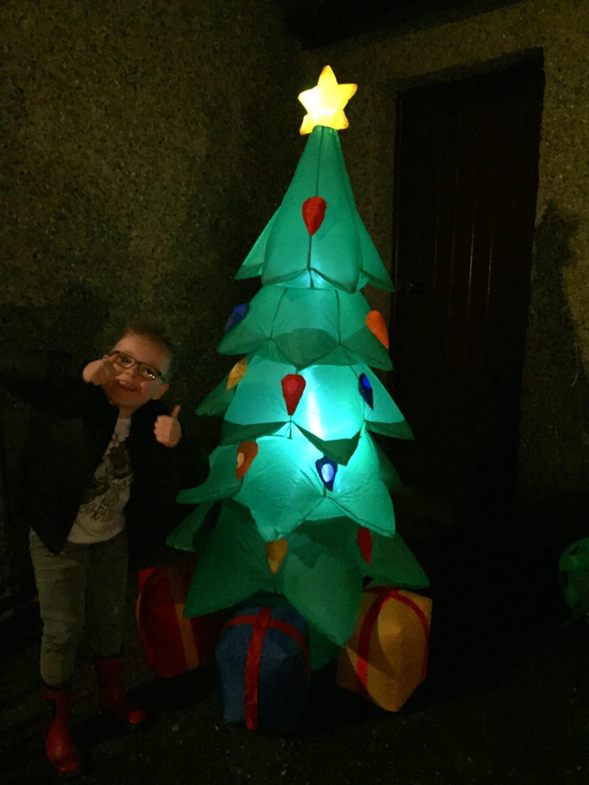 inflatable-tree-1
