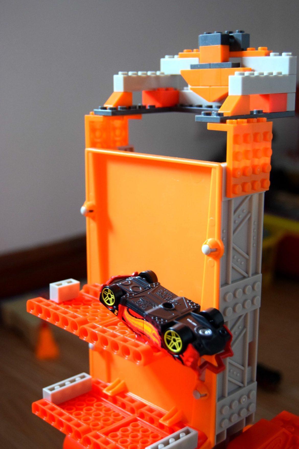 Hot Wheels track builder stunt bridge