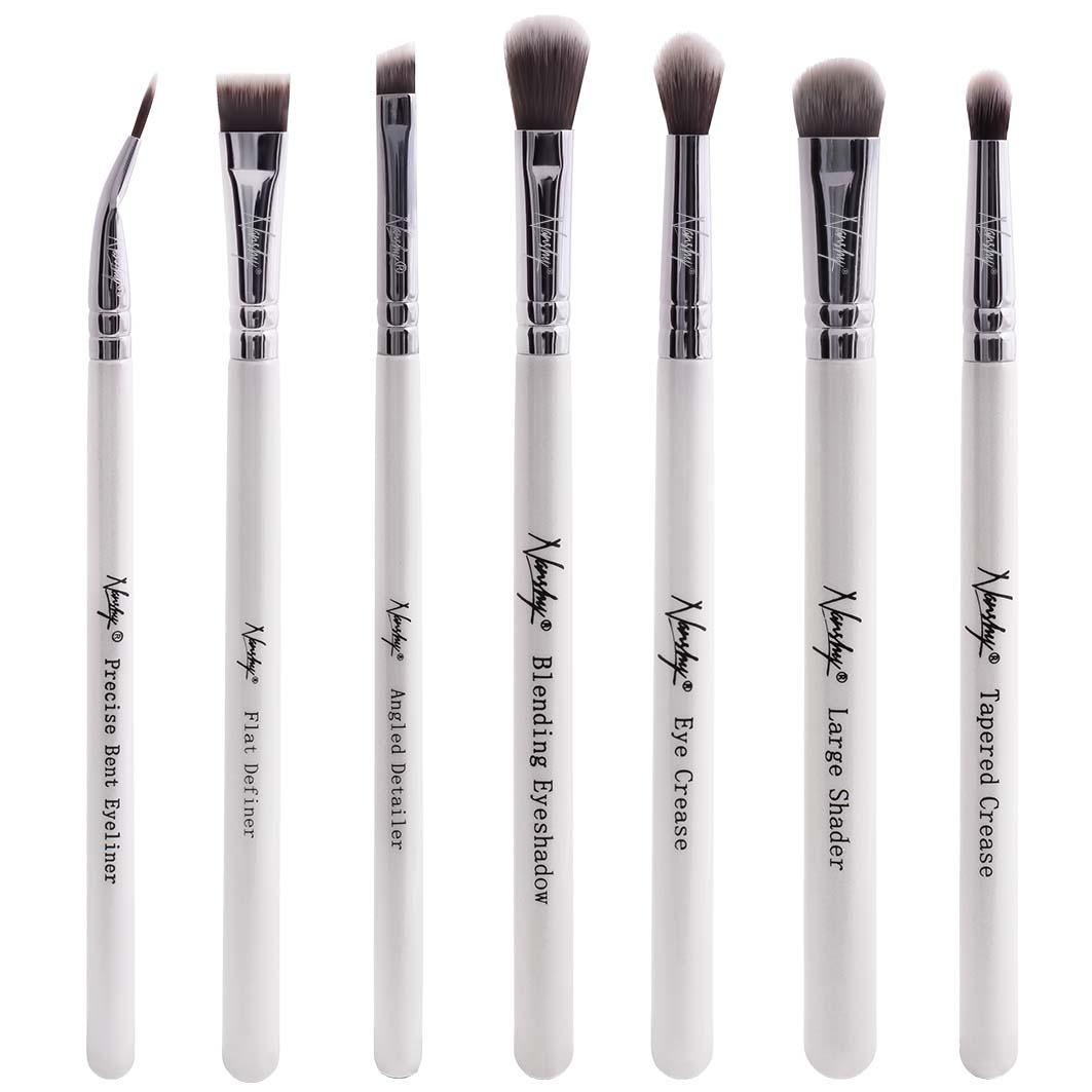 vegan makeup brushes to apply eyeshadow.