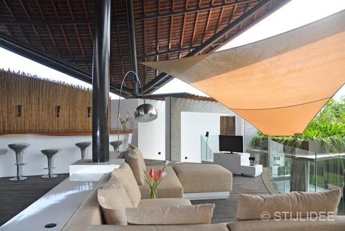 woonkamer op bali met uitzicht op zwembad en rijstvelden na STIJLIDEE Interieuradvies en Styling