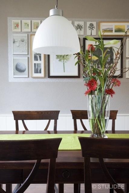 eettafel met teak stoelen na STIJLIDEE Interieuradvies en Styling