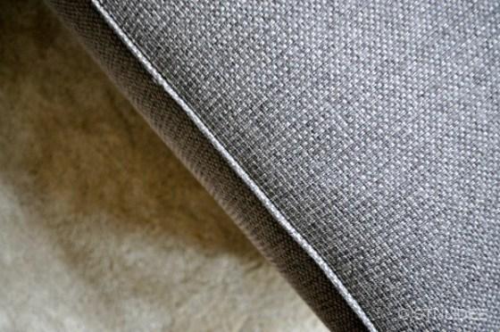Grijze bekleding voor bank en chaise longue na STIJLIDEE Interieuradvies en Styling