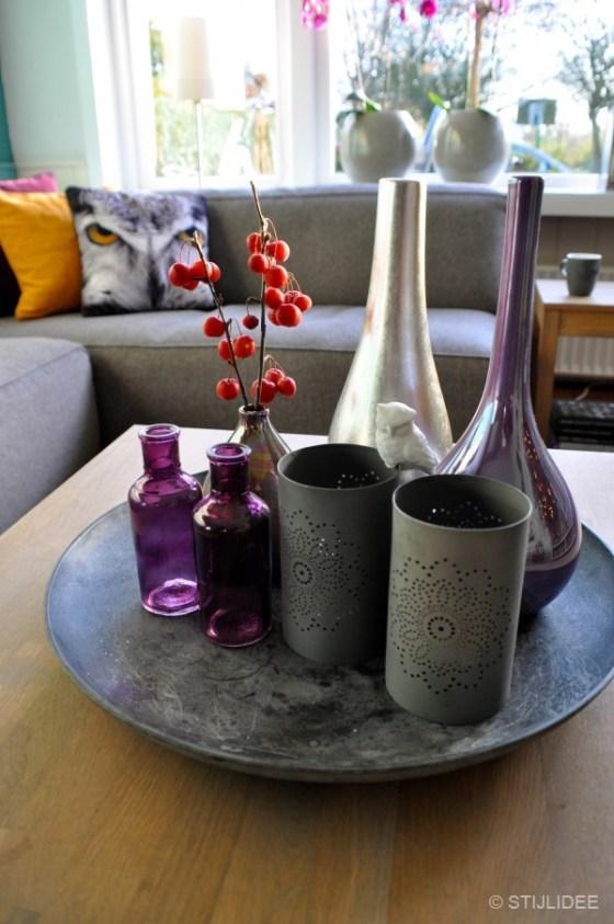Styling van grijze schaal met vazen en waxinelichthouders door STIJLIDEE Interieuradvies en Styling