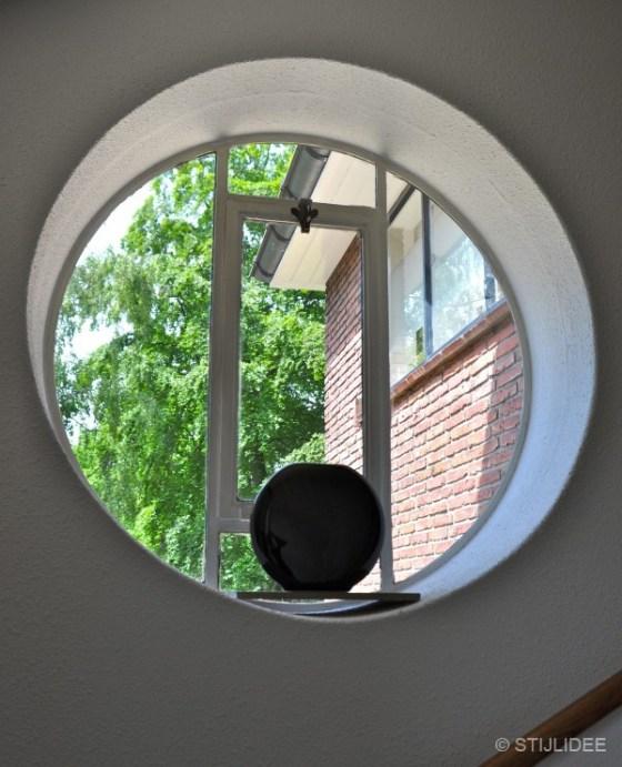 Rond raam in jaren 30 huis in Bilthoven