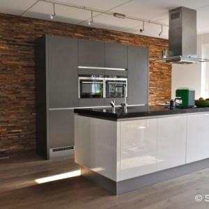 keuken met wonderwall na STIJLIDEE's interieuradvies, kleuradvies en styling
