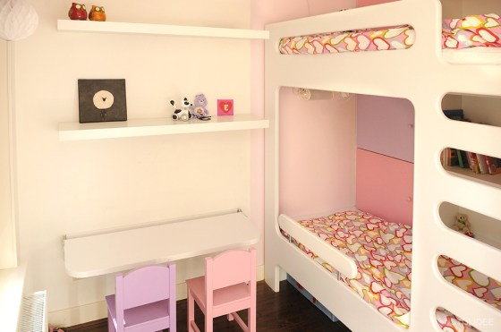 Binnenkijken in … een roze-paarse meisjeskamer met stapelbed en kast op maat in Amsterdam na STIJLIDEE Interieuradvies en Styling